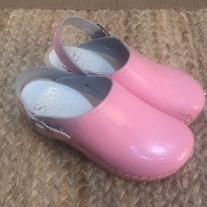 Sven Originals pink patent leather clogs, size 12.